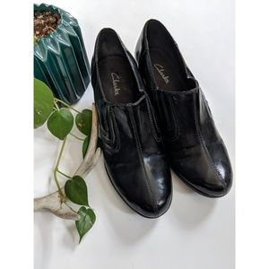 CLARKS NWOT Faux Leather Black Ankle Booties